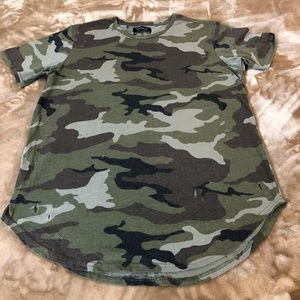 Tee shirt long camouflage with rips NWOT